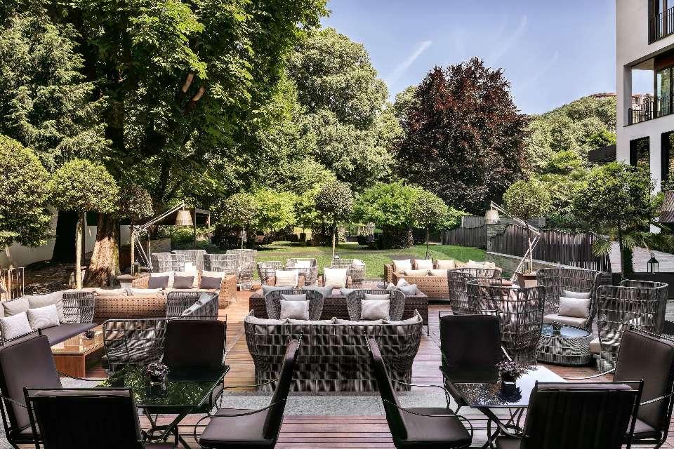 Garden for events aperitif and parties in milan bvlgari hotel milano