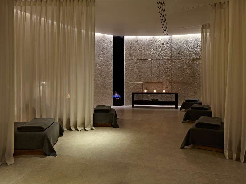 bvlgari-spa-relaxation-room-led-light-therapy
