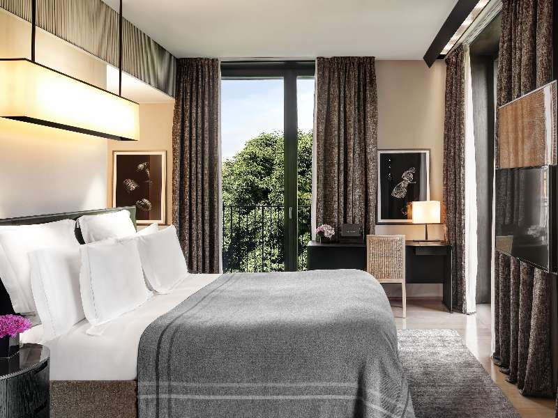 Luxury hotel superior rooms milan italy bvlgari hotel milano for Boutique hotel milano