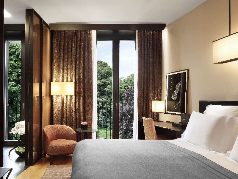 Exclusive luxury hotel in downtown milan italy bvlgari for Design hotel milano