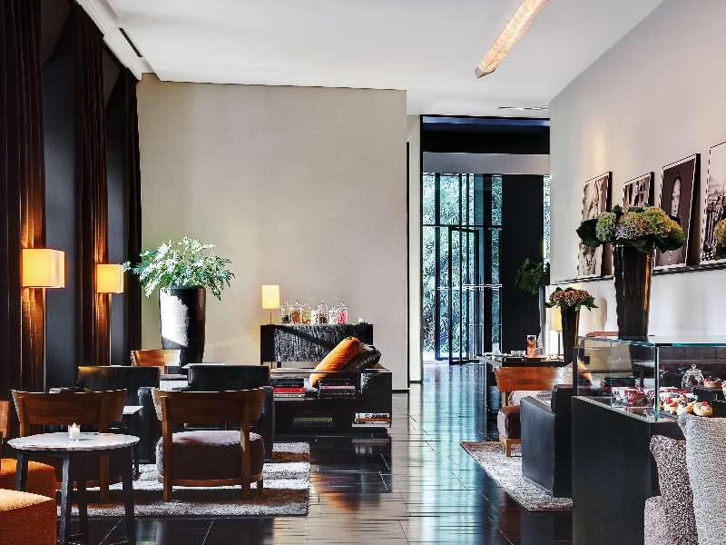 Luxury hotels in milan italy bvlgari hotel milano for Design hotel milano