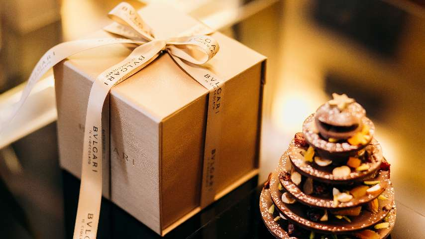 A detail of a chocolate Christmas tree and a Bvlgari gift for the Festive Season at The Bvlgari Resort Dubai