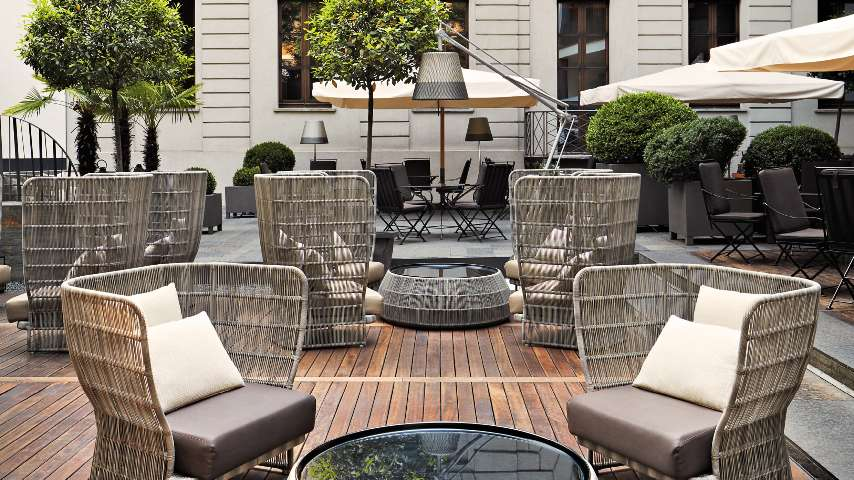 Exclusive luxury hotel in downtown milan italy bvlgari for Garden designer milano