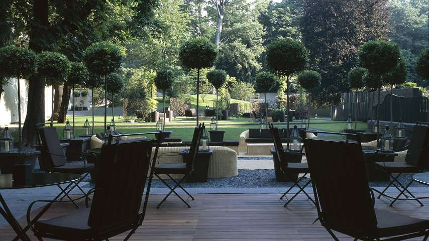Garden for events aperitif and parties in milan bvlgari hotel