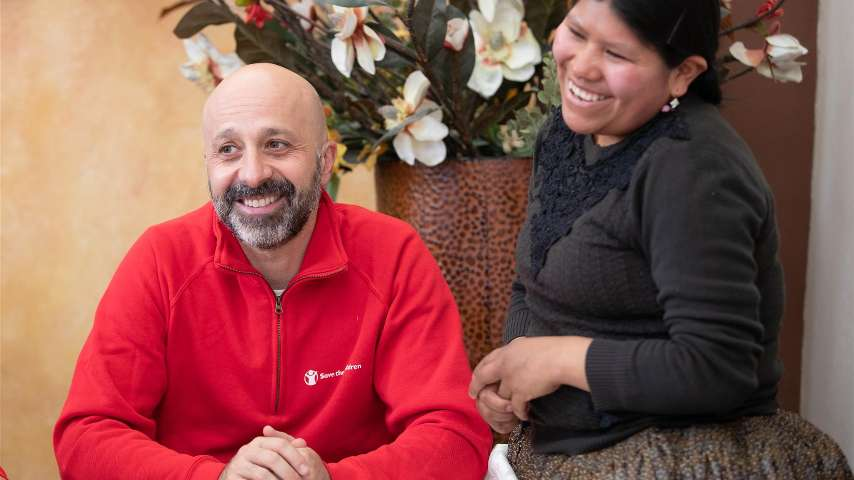 Chef Niko Romito with one of the women during his trip in Bolivia for Save the Children